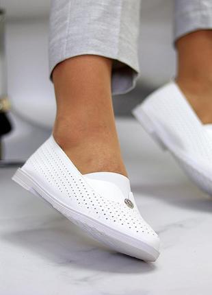 Женские кожаные белые туфли лоферы балетки с перфорацией5 фото