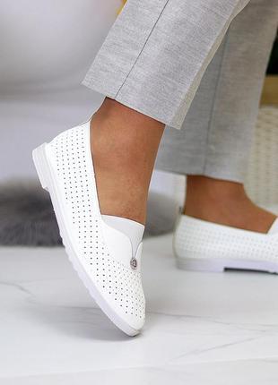 Женские кожаные белые туфли лоферы балетки с перфорацией6 фото