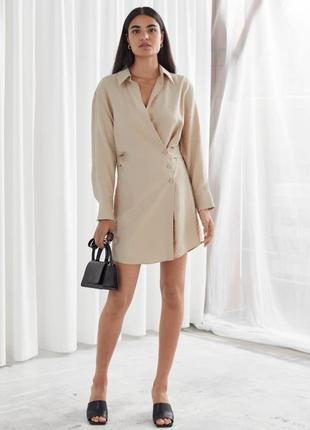 Вечернее коктейльное короткое мини бежевое платье рубашка ассиметричное с длинным рукавом2 фото