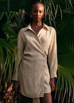 Вечернее коктейльное короткое мини бежевое платье рубашка ассиметричное с длинным рукавом5 фото