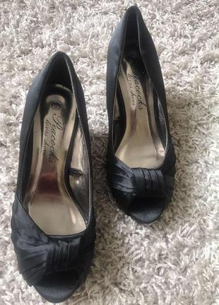 Стильные туфли босоножки маленький широкий каблук скидки недорого модные