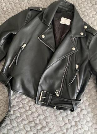 Женская косуха bershka куртка кожаная кожанка-косуха чёрная косуха