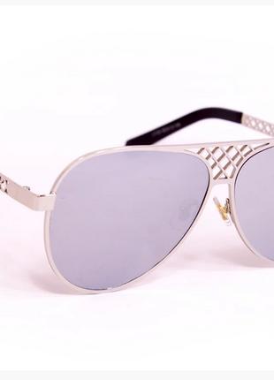 Женские солнцезащитные очки серые