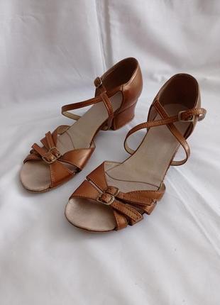 Туфли для бальных танцев для девочек коричневые кожаные