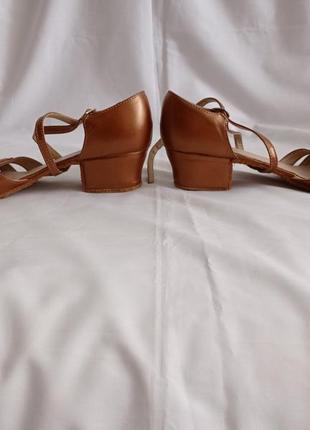 Туфли для бальных танцев для девочек коричневые кожаные3 фото