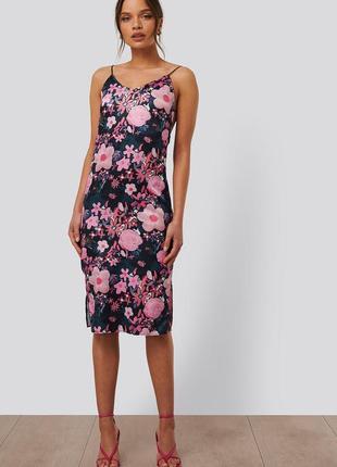 Нежное летнее платье в цветы сатин