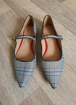 Туфли с острым носком балетки