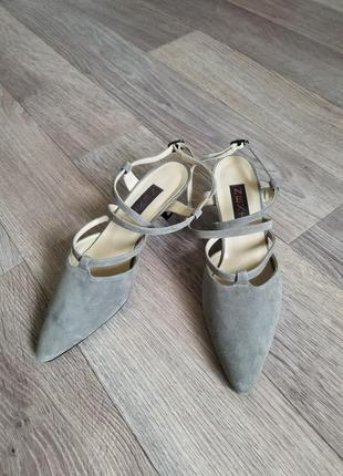 Новые туфли на каблуке рюмочка киттен хилл