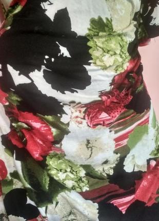 Платье на запах с ярким принтом лилии3 фото