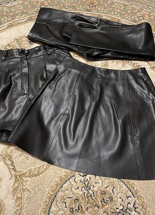 Продам юбку с  экокожи на замше  в идеальном состоянии