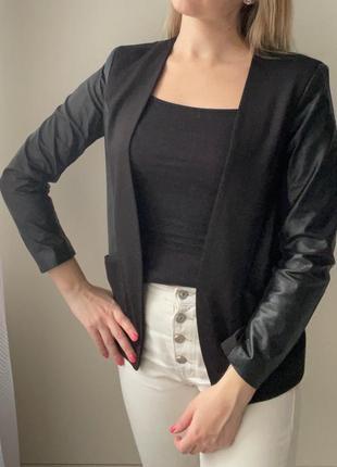 Пиджак чёрный с кожаными вставками h&m р. 38(м)