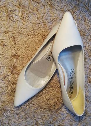 Туфли лодочки белые кожаные, размер 39