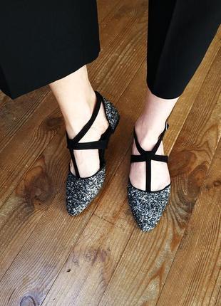 Босоножки сандалии с ремешками.