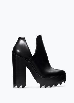 Новые объемные туфли с рельефной подошвой
