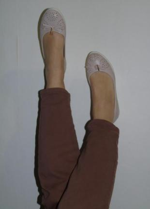 Бежевые балетки с перфорацией won3 фото