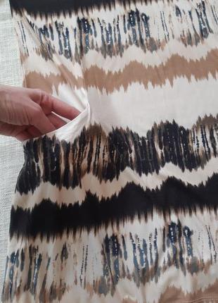 Сукня з оригінальним принтом3 фото