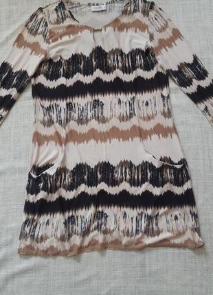 Сукня з оригінальним принтом2 фото