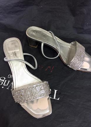 Серебряные кожаные босоножки с камнями 37 размер grissbo