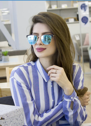 Очки.женские солнцезащитные очки в стильной оправе.