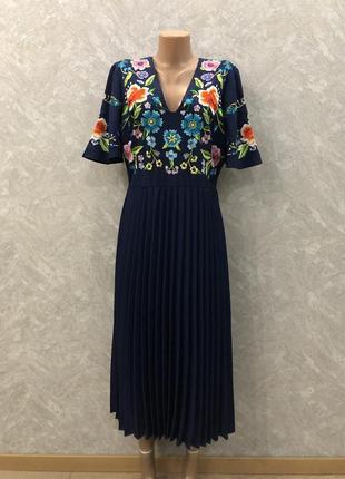 Платье миди с вышивкой и плиссированной юбкой размер 12-14