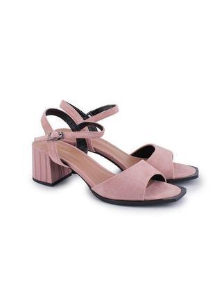 Розовые пудровые летние босоножки на толстом каблуке замшевые