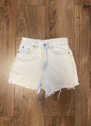 Рваные джинсовые шорты stradivarius