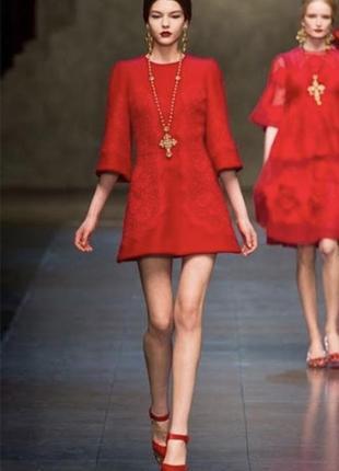 Красное мини платье. доставка только новой почтой.