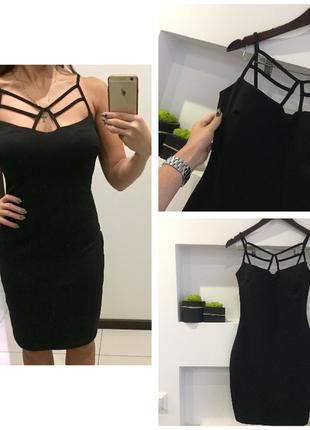 Шикарное черное платья футляр с декольте переплетами платье с шнуровкой на груди