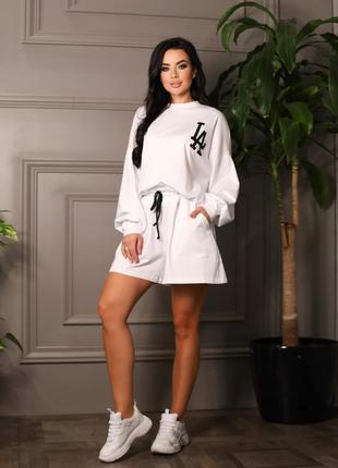 Стильный весенний костюм, шорты и свитшот, белый