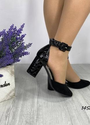 Женские туфли с ремешком на каблуке