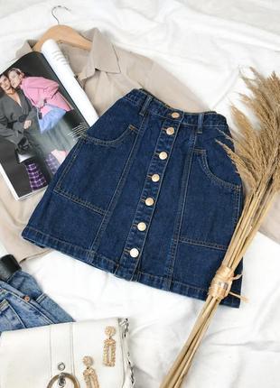 Синяя джинсовая  мини юбка на высокой посадке на болтах