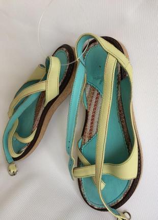 Босоножки сандалии кожаные на 35- 36 размер