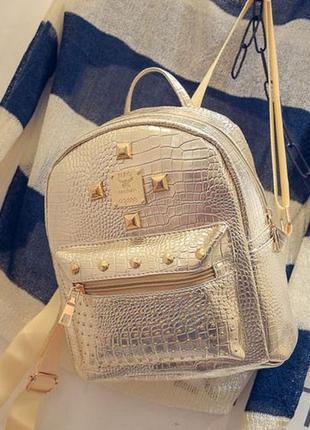 Рюкзак  небольшой золото с заклепками