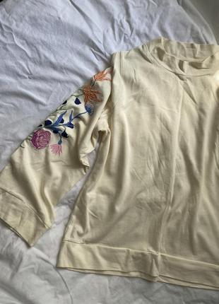 Кофта с вышивкой