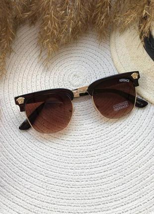 Солнезащитные очки с коричневыми линзами