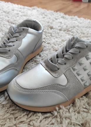 Женские удобные кроссовки