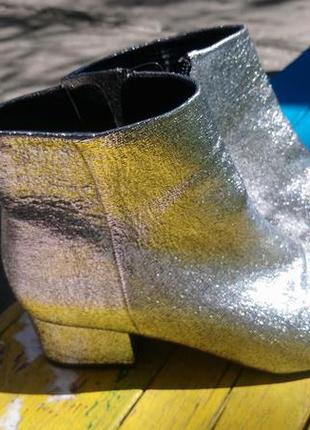 Шикарные серебряные ботиночки