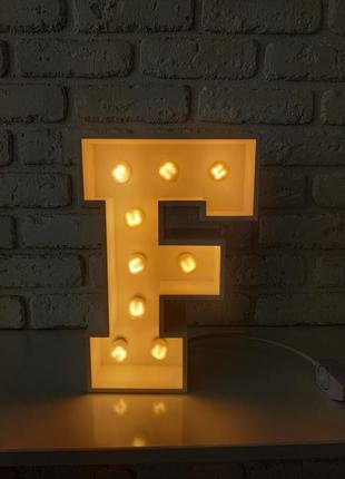Интерьерный светильник. объемная декоративная буква f