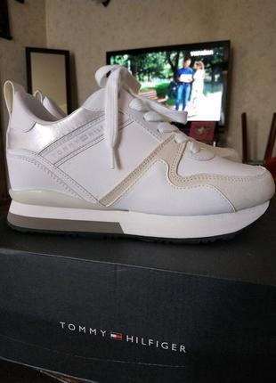 Tommy hilfiger. новые белые кроссовки. 23 см.