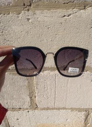 Женские солнцезащитные очки1 фото
