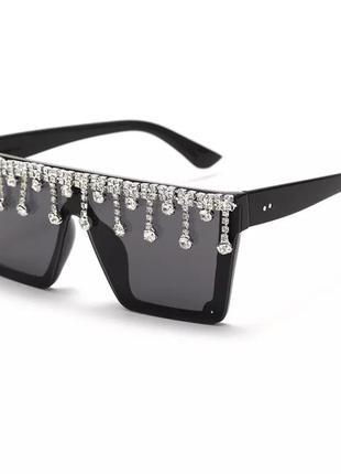 Стильные солнцезащитные очки с камнями