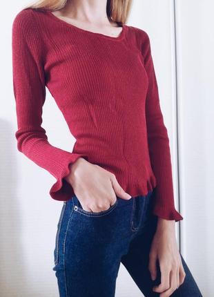 Бордовая кофта реглан джемпер в рубчик с рюшами