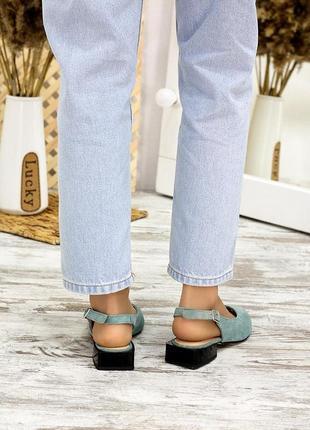 Женские босоножки с закрытым носком замша