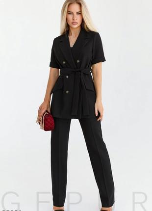 Летний чёрный брючный костюм в деловом стиле