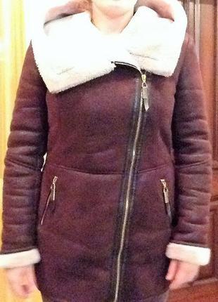 Мягкая дублёнка с капюшоном на зиму