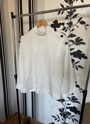 Сатиновая блуза с объёмными рукавами