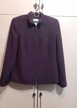 Пиджак.куртка hiroko.на замочке