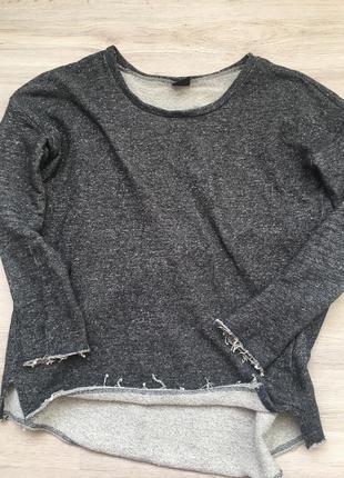 Тёплый свитер с красивой спинкой