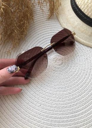 Солнезащитные очки без оправы с коричневыми линзами