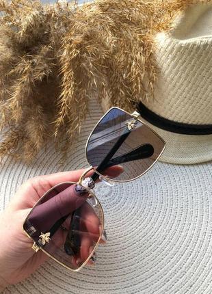 Очки квадратные солнцезащитные с оригинальными дужками